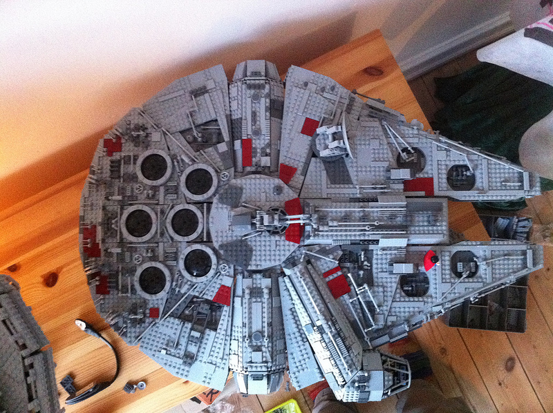 UCS Millennium Falcon - Cosmetic MOD, by mortesv.jpg