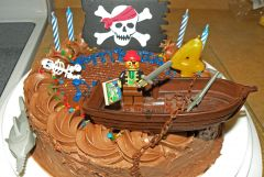 pirate cake close up 2010.jpg