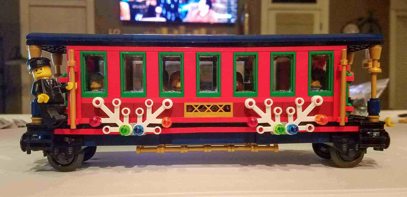 Train Track Around Christmas Tree