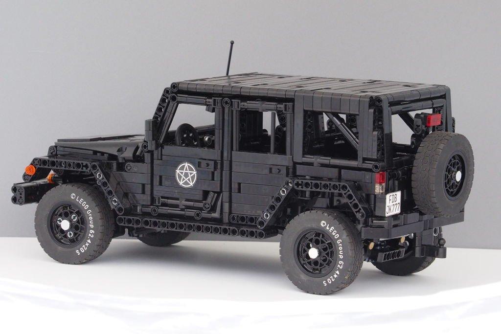 LEGO-JK-Rear.jpg.c3c0c17c53841f95ad3d590769f366ba.jpg